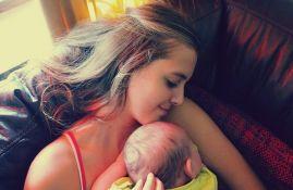 Naučnici došli do odgovora na pitanje kakav zagrljaj bebe vole