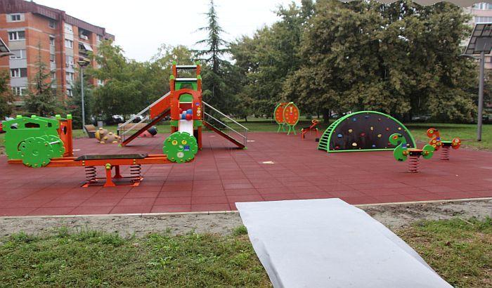 Posle gotovo godinu dana uspeo tender za gradnju 10 dečijih igrališta i teretana na otvorenom