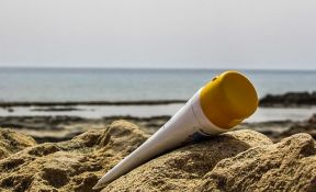 Krema za sunčanje ulazi u krvotok nakon samo jednog dana korišćenja