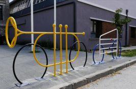 FOTO: Novi Sad dobio nova, autentična parkirališta za bicikle