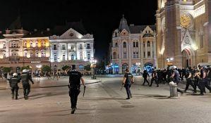 Novi Sad: Sukobili se demonstranti i policija, kamenovana Gradska kuća, hapšenje građana i ples
