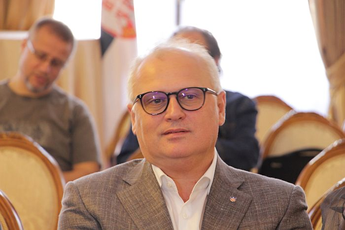 Vesić: Ni danas nema sednice Kriznog štaba, samo konsultacije