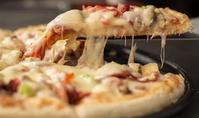 Siromašnima poklanjaju 500 pica dnevno