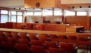 Optuženi za prebijanje devojke u Novom Sadu: Nisam znao da je pegla bila vruća