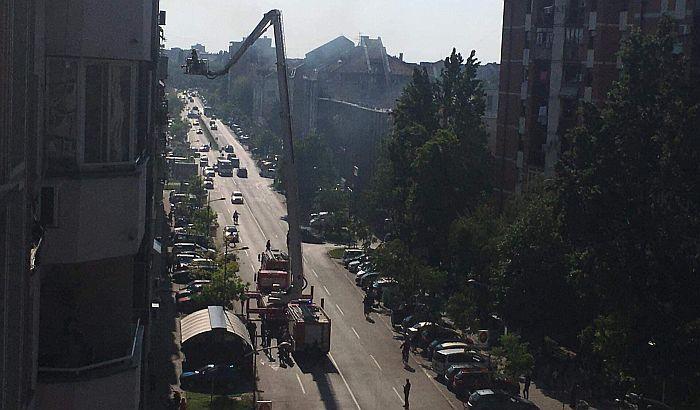 FOTO: Požar u stanu u Ulici Novosadskog sajma