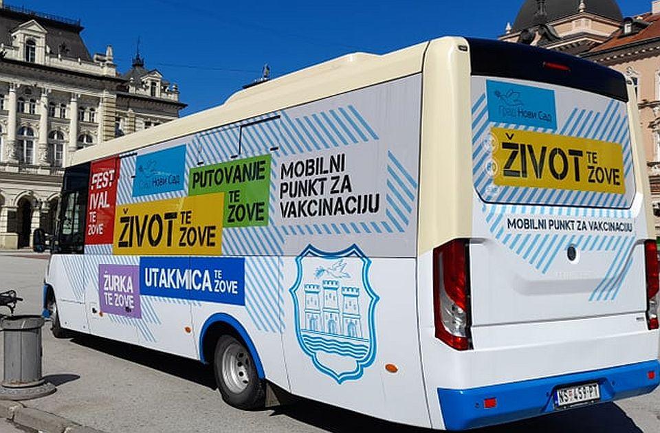 FOTO: Vakcinalni autobus danas na Trgu slobode