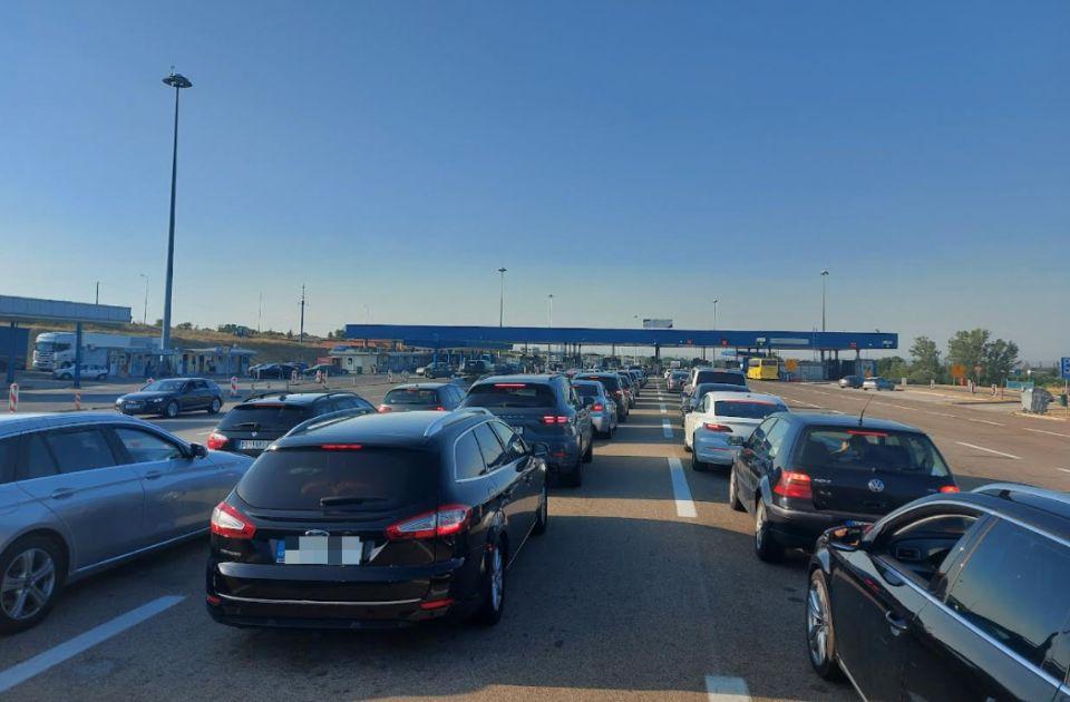 Gužve na graničnim prelazima: Na Horgošu 2 se čeka dva sata, na Gradini sat i po