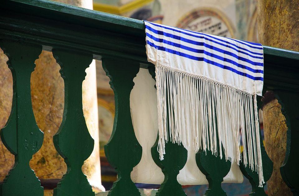 Dve sinagoge u Izraelu vandalizovane, na njima nacrtani kukasti krstovi