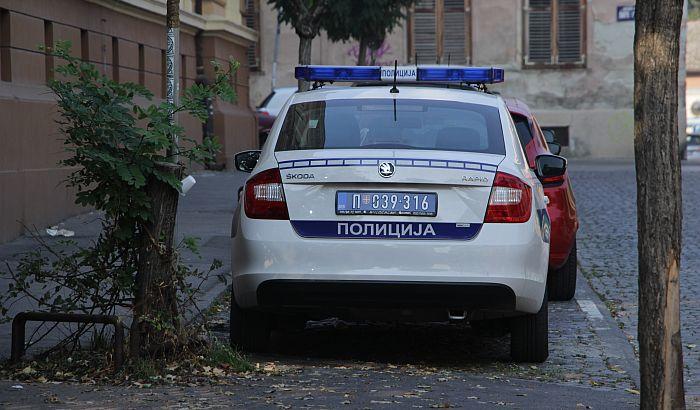 U sukobu tri devojke dve povređene nožem i čekićem u Kisačkoj