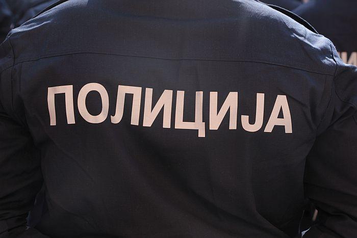 Stara Pazova: Uz pretnje od vlasnika radnje tražio 2.000 evra