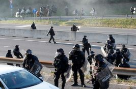 FOTO: Policija u Ljubljani upotrebila suzavac i vodene topove na protestu protiv kovid mera