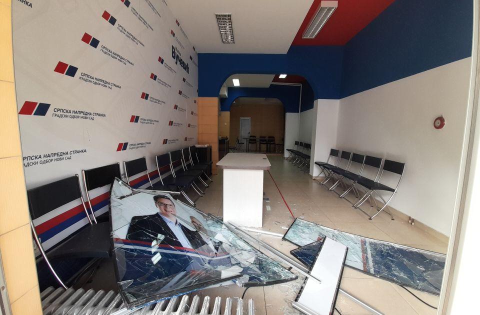 FOTO: Sin Bore Novakovića osumnjičen za razbijanje prostorija SNS u Novom Sadu