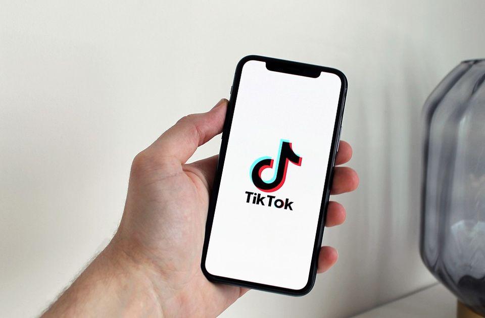 Više od trećine mladih u Srbiji na Tiktok-u