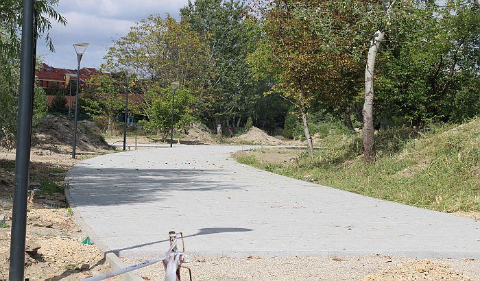 FOTO, VIDEO: Uprkos hapšenjima, park između Detelinare i Novog naselja se i dalje gradi