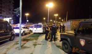 FOTO, VIDEO: Bora Novaković lepio plakate protiv Galensa i gradonačelnika, reagovala interventna policija