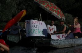FOTO: Novosađani protestovali plovidbom po Dunavcu, poručili da
