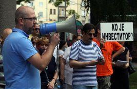 FOTO: Građani na Vračaru protestovali zbog urušavanja zgrade, traže ostavku Vesića