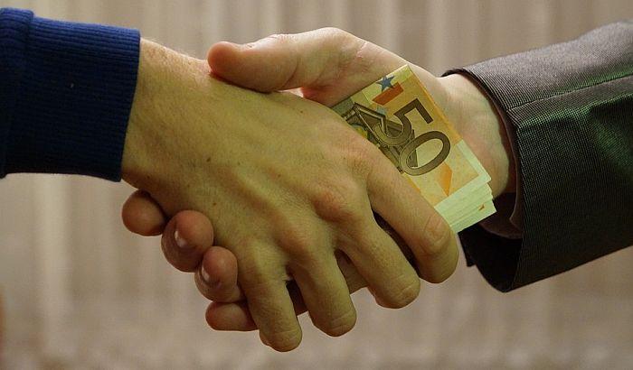 """""""Korupcija raste jer su institucije definitivno urušene"""""""