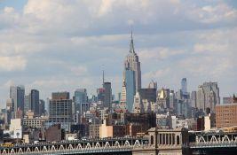 Njujork: Bacila bebu i dvogodišnje dete kroz prozor pa i sama skočila