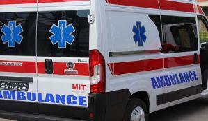 Automobil sleteo sa puta kod Futoga, muškarac teže povređen