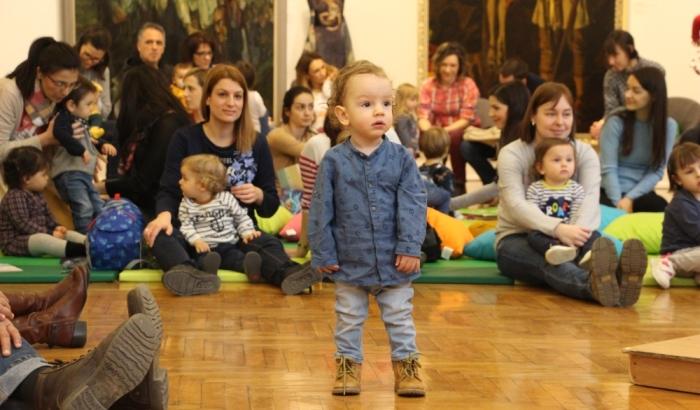 FOTO: Bebe i roditelji uživali u klasičnoj muzici u Galeriji Matice srpske