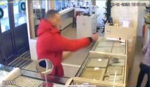 Policija traga za pljačkašem zlatare na Novom naselju