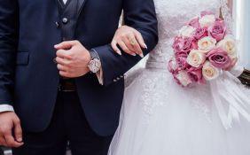 Venčali se u zaštitnim maskama i rukavicama