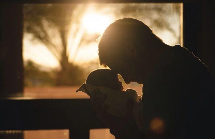 Istraživanje: Očevi proveravaju monitore za praćenje beba češće nego majke