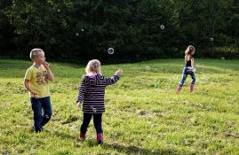 Igranje na otvorenom dobro za dečiji vid