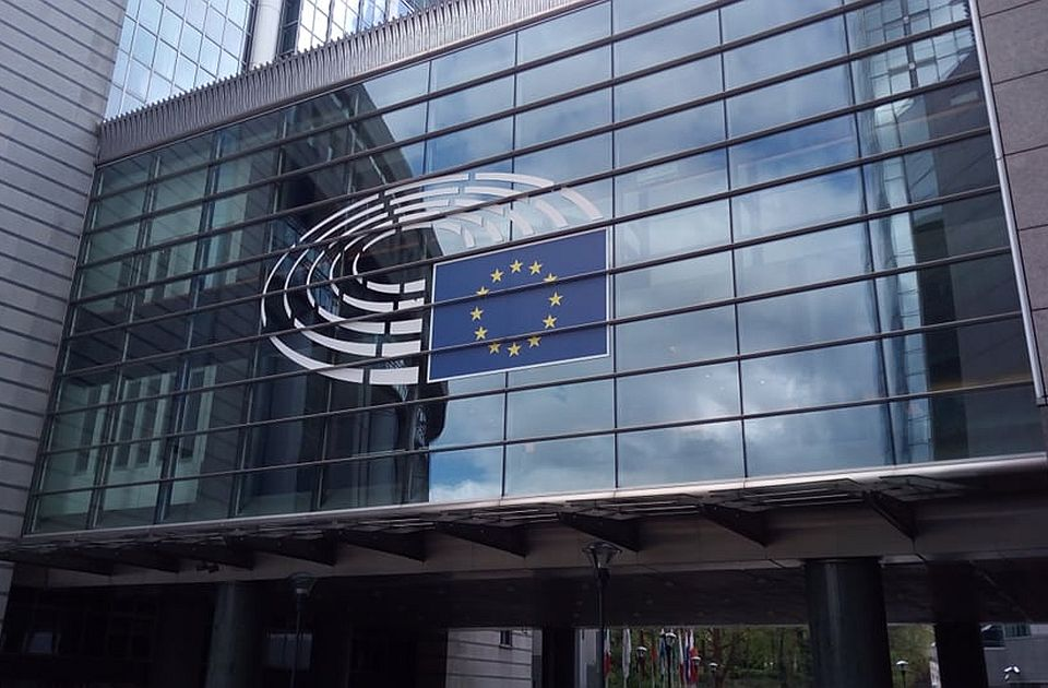 Više od četvrtine evroposlanika dopunjava platu