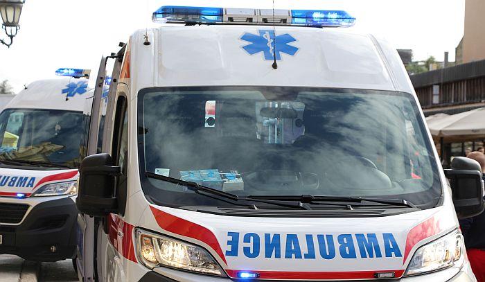 Dečaka u Sremskoj Kamenici pregazio automobil, s teškim povredama prevezen u Dečiju bolnicu