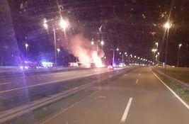 Izgoreo kamion kod Kaća, prevozio dušeke