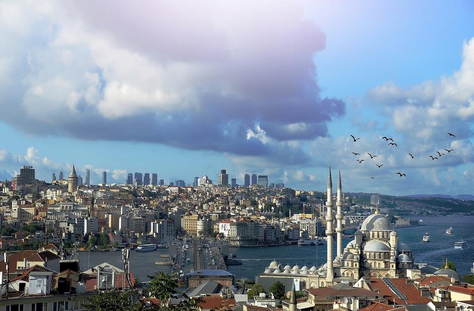 Istraga protiv gradonačelnika Istanbula zbog nepoštovanja sultana - držao ruke na leđima prilikom posete mauzoleju