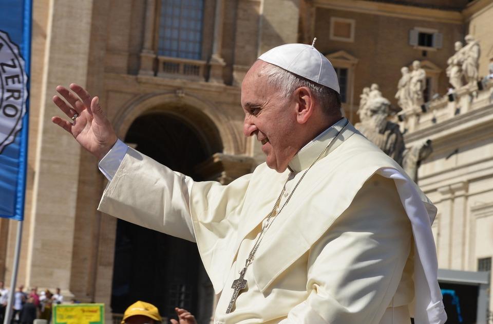 Papa poziva na striktno regulisanje finansijskih tržišta: Neophodna pravednija i inkluzivnija ekonomija