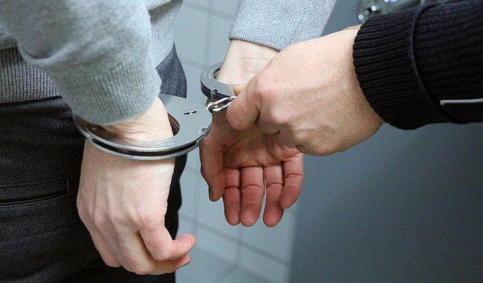 Uhapšen jer je mercedesom udario pešaka na putu kod Rume i pobegao