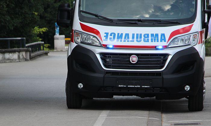 Tinejdžerka teško povređena prilikom pada sa zgrade