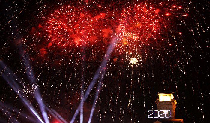 FOTO: Novosađani uz Bajagu i Artan Lili dočekali 2020. godinu