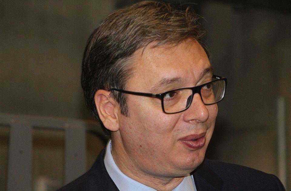 Vučić: Znam da ne može da se živi sa 300 evra, ali može bolje nego 2012.