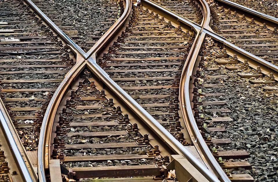 Vagon putničkog voza iskliznuo kod Grdelice