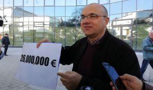 Razmena optužbi između Novakovića i Vučevića o