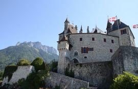 Francuska prodaje 1.500 dvoraca