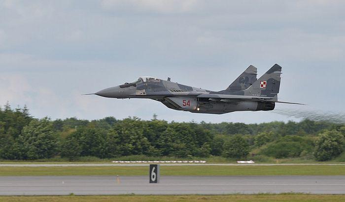 """Dva remontovana """"miga-29"""" stigla iz Belorusije u Srbiju"""