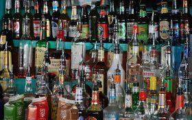 Alkohol sve popularniji zbog izolacije, u pojedinim zemljama prodavnice pića u istom rangu sa apotekama