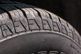 Uredniku N1 probušena guma na automobilu