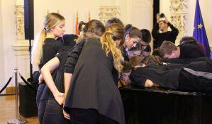 FOTO: Novosadski đaci i profesori obarali Ginisov rekord u istovremenom sviranju klavira
