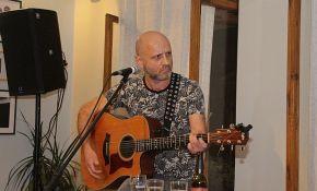 Muzički Stand Up Show Mileta Kekina 24. oktobra u Radio kafeu