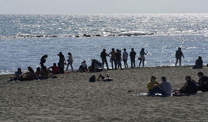 Prvog vikenda posle karantina Italijani u velikom broju na plažama