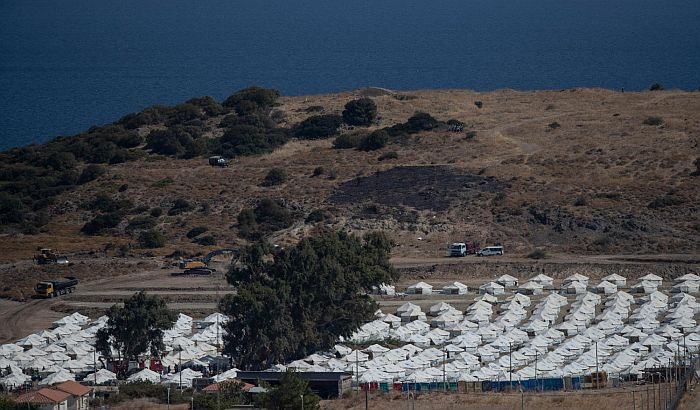 Grčka policija uhapsila šest migranata zbog požara u migrantskom kampu