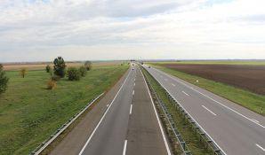 Gužva i klizavi kolovozi na putevima, potreban dodatan oprez