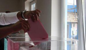 Muškarac na glasanje u Hrvatskoj došao u majici sa natpisom ustaškog pozdrava